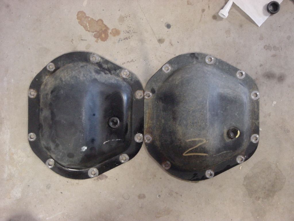 Rear Differential Fluid Change >> Front and rear Dana 44 cover comparison